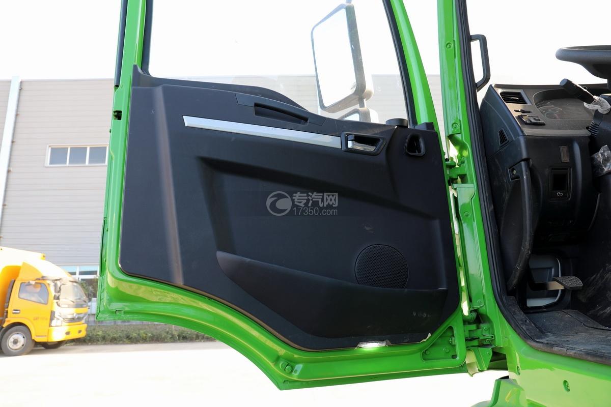 陕汽德龙新M3000后双桥国六16.79方清洗吸污车(绿色)车门细节