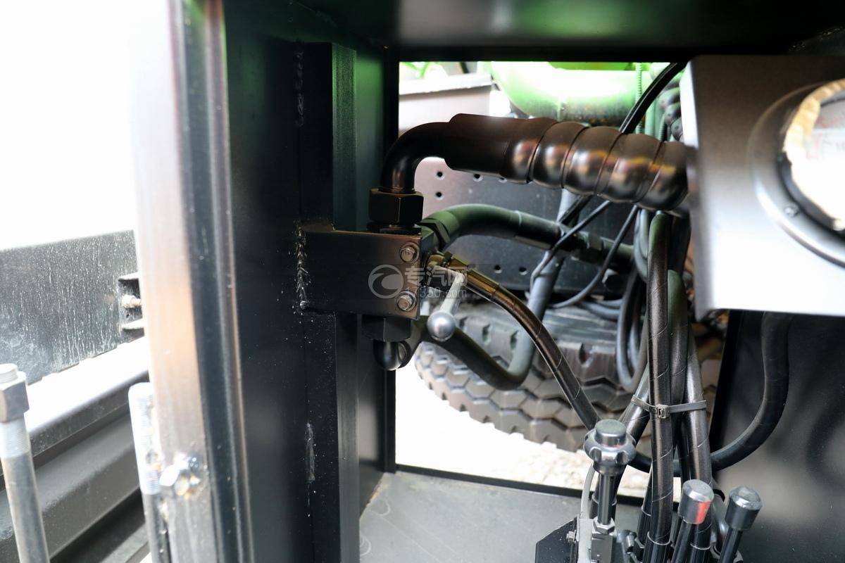 陕汽德龙新M3000后双桥国六16.79方清洗吸污车(绿色)操作杆