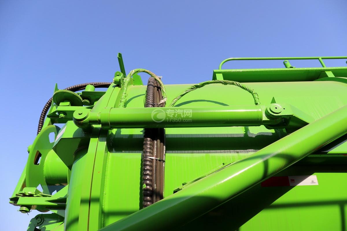 陕汽德龙新M3000后双桥国六16.79方清洗吸污车(绿色)油缸