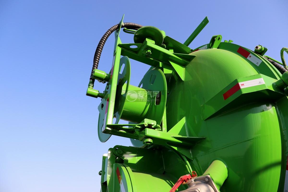 陕汽德龙新M3000后双桥国六16.79方清洗吸污车(绿色)水管卷盘
