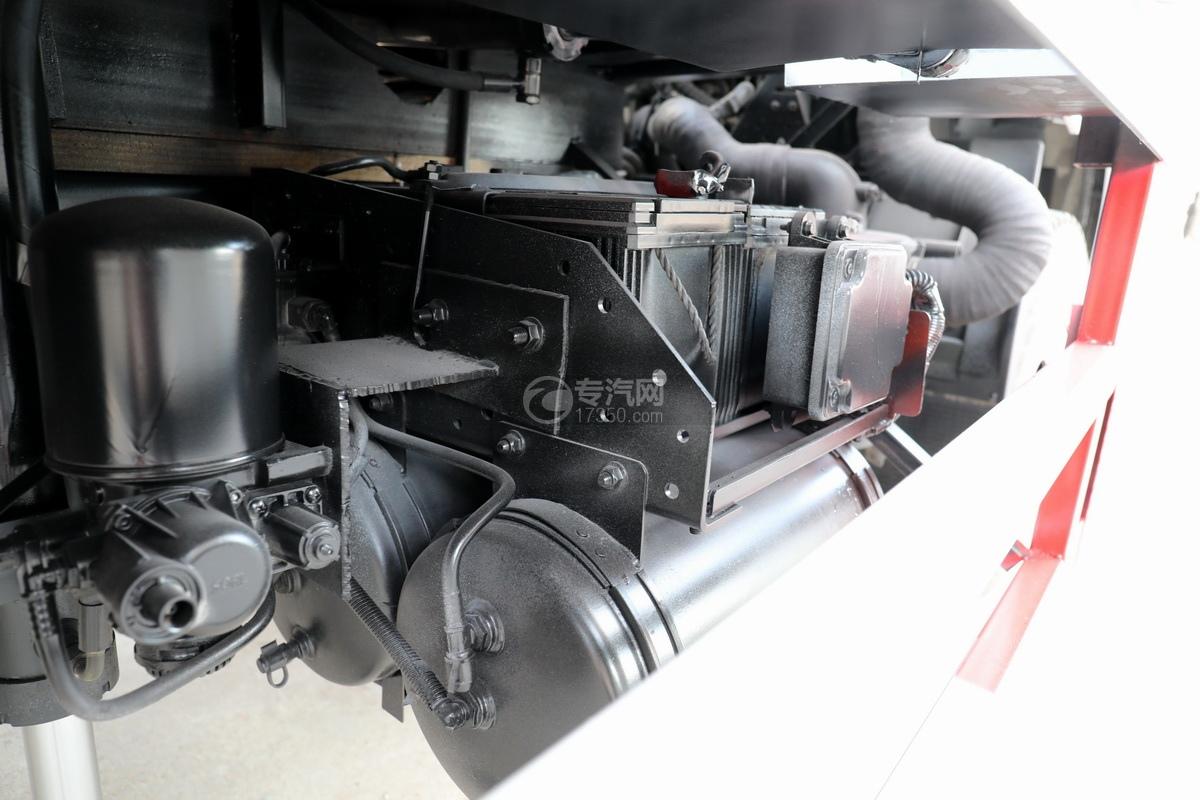 飛碟奧馳V3排半國六黃牌流動舞臺車蓄電池