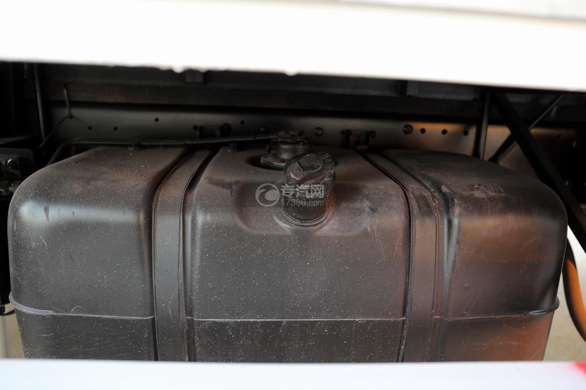 飛碟奧馳V3排半國六黃牌流動舞臺車油箱