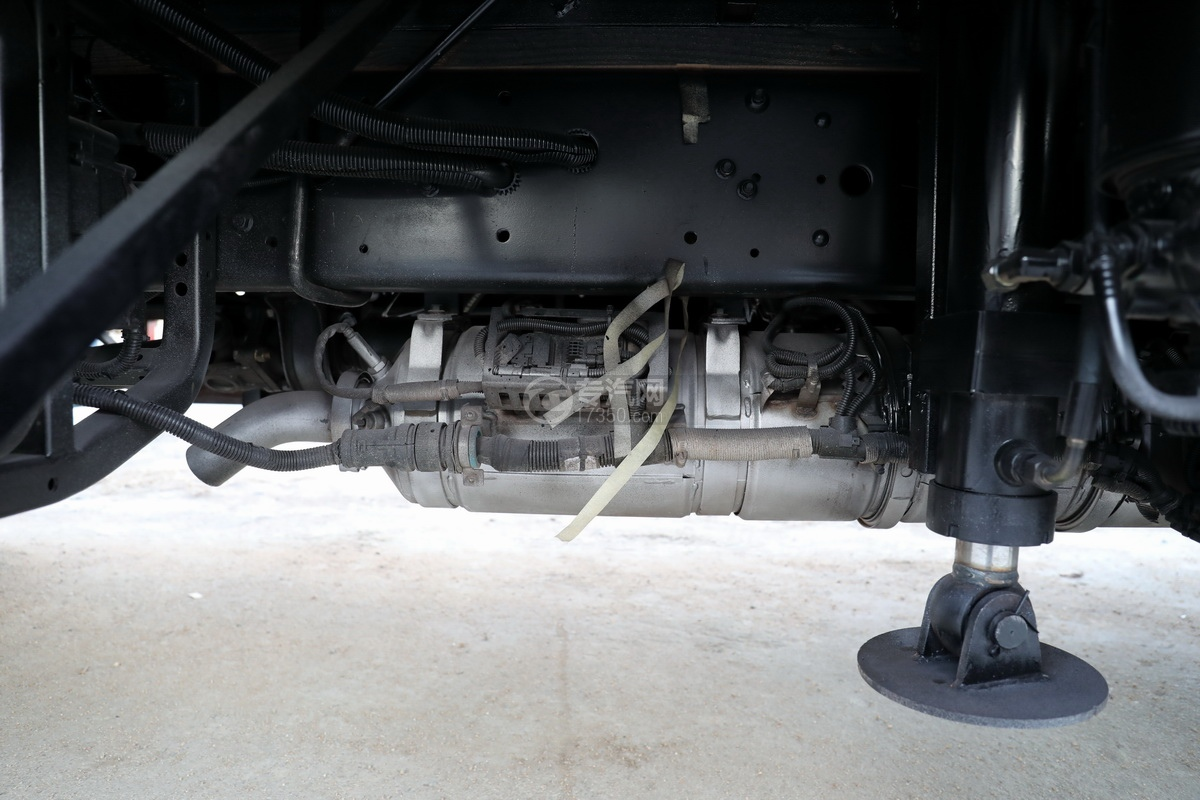 飛碟奧馳V3排半國六黃牌流動舞臺車尾氣排放管