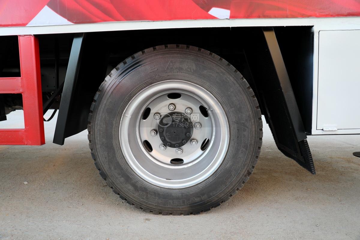 飛碟奧馳V3排半國六黃牌流動舞臺車輪胎