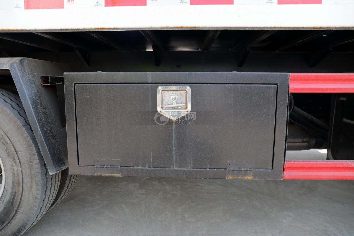 大运祥龙3900轴距国六一拖二清障车(白色)工具箱