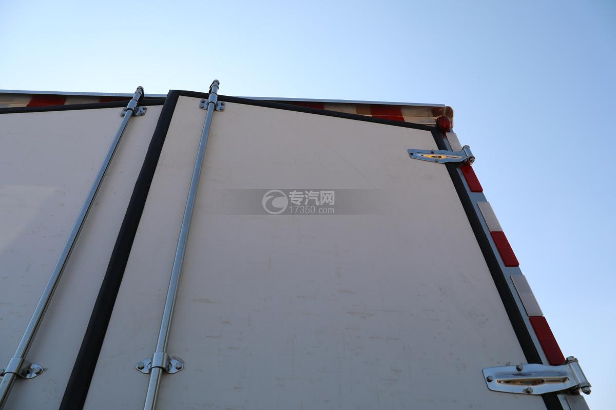 福田康瑞H2国六4米冷藏车警示灯