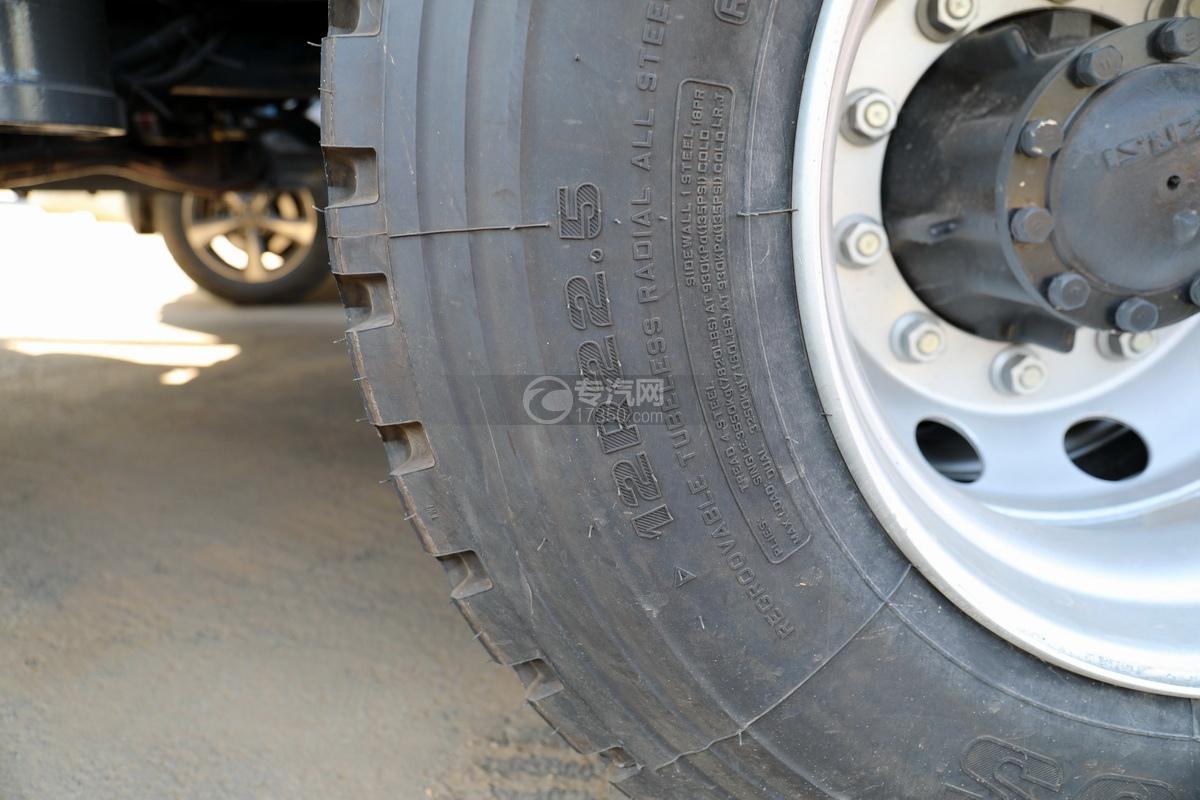 五十铃巨咖后双桥国六清洗吸污车轮胎细节