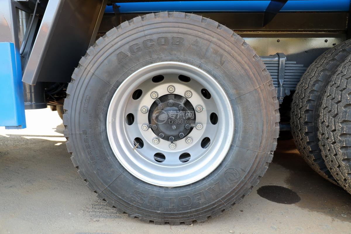 五十铃巨咖后双桥国六清洗吸污车轮胎