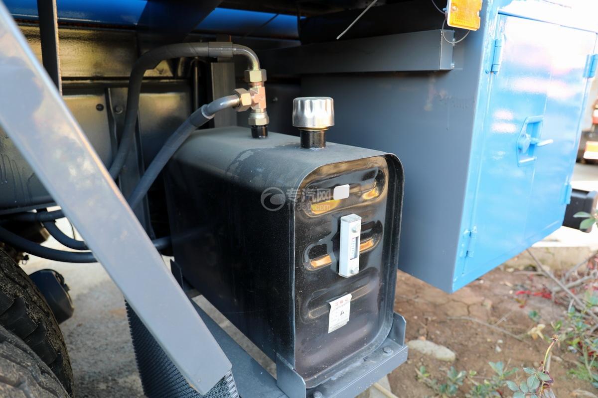 五十铃巨咖后双桥国六清洗吸污车液压油箱