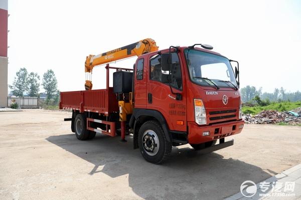 中卡类国六工程车型就选大运奥普力5吨直臂随车吊!
