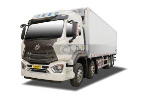 重汽豪瀚N7G前四后八國六9.55米冷藏車