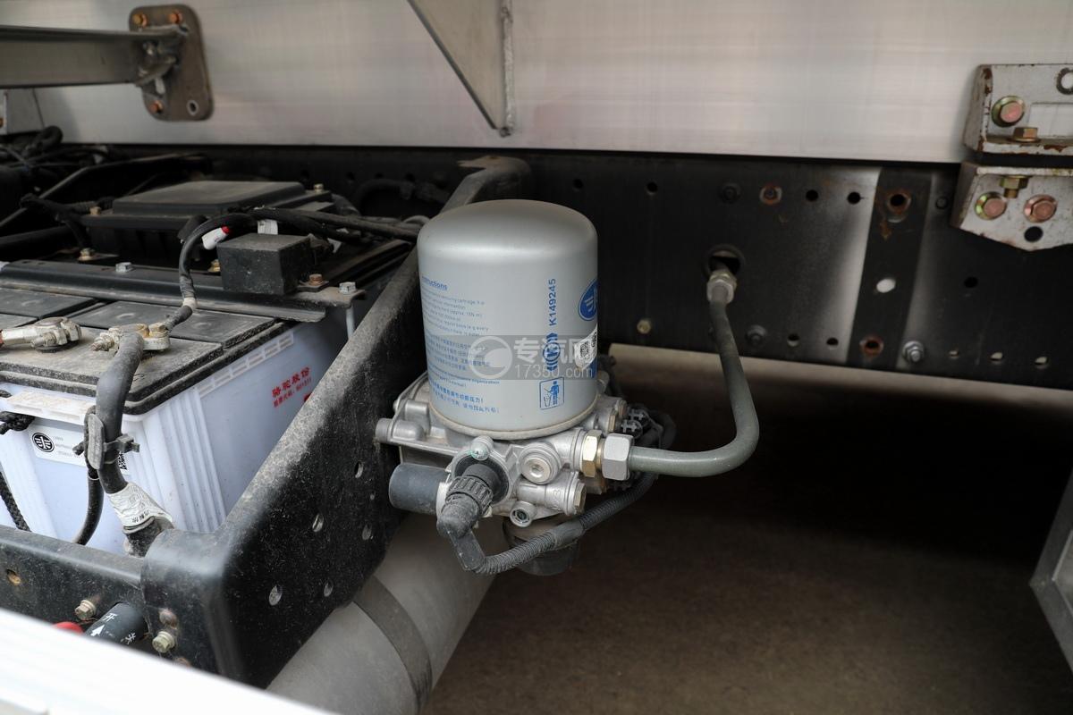 解放J6后雙橋國六25方鋁合金運油車空氣干燥器