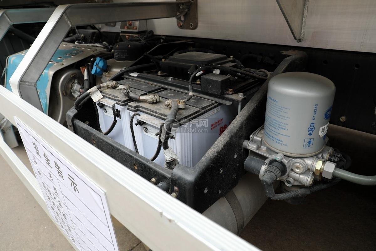 解放J6后雙橋國六25方鋁合金運油車蓄電池