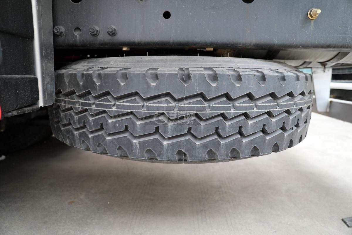 解放J6后雙橋國六25方鋁合金運油車備胎