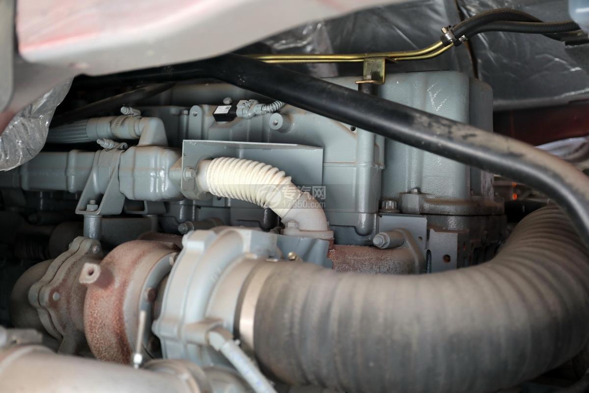 解放J6后雙橋國六25方鋁合金運油車發動機細節