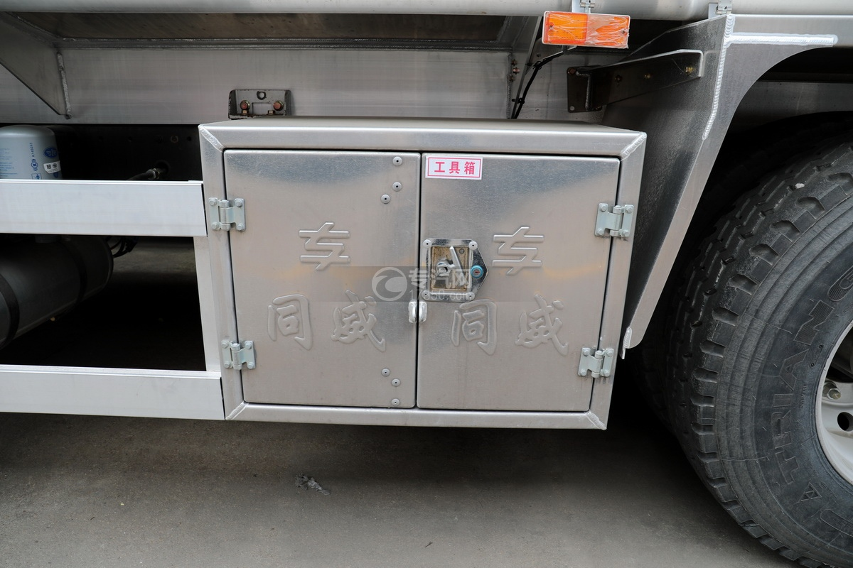 解放J6后雙橋國六25方鋁合金運油車工具箱