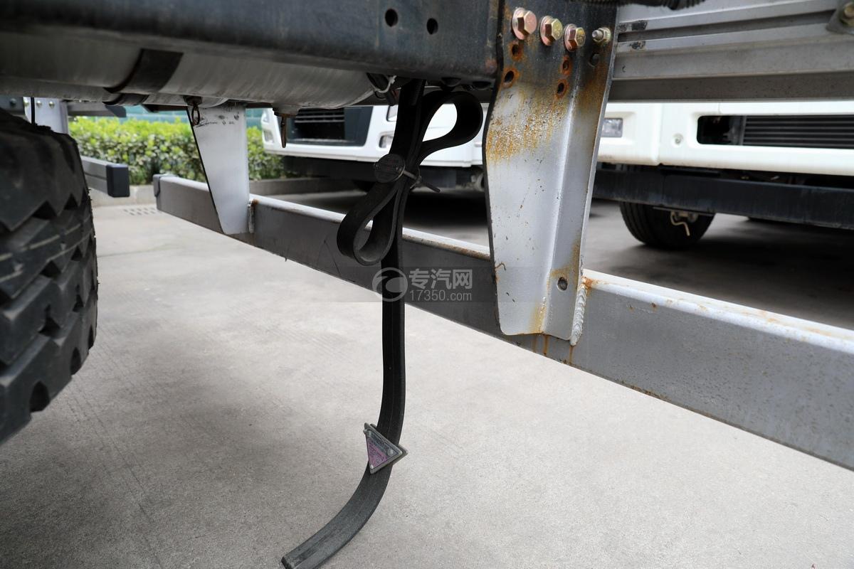 解放J6后雙橋國六25方鋁合金運油車靜電帶