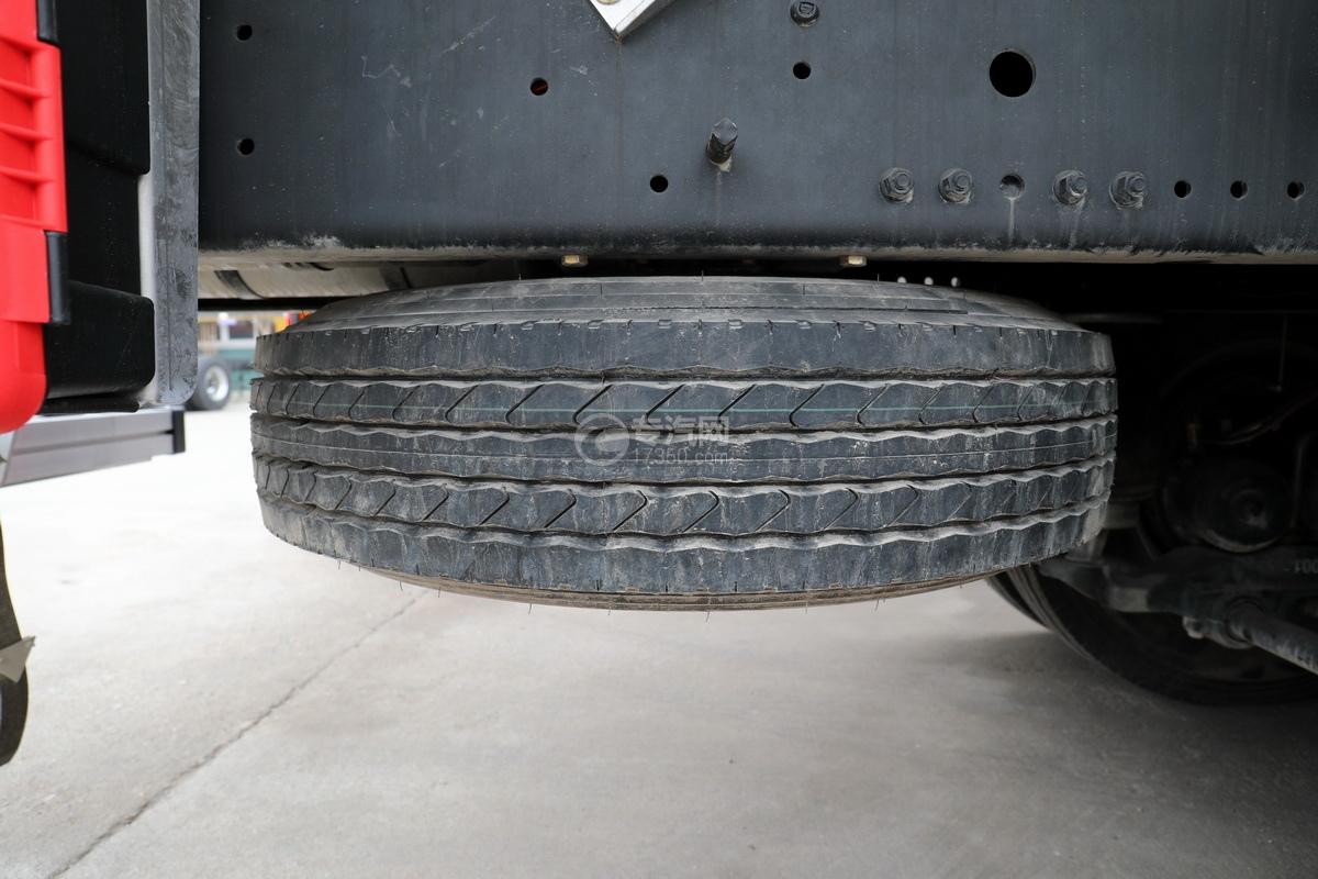 解放J6前四后八國五27方鋁合金運油車備胎
