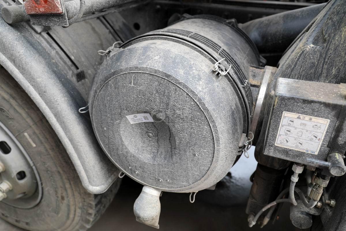 解放J6L小三軸國六散裝飼料運輸車空濾