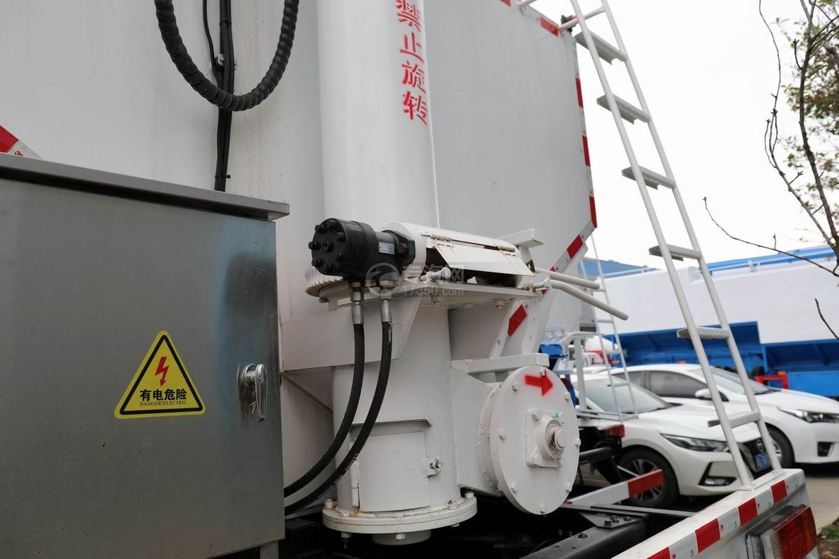 解放J6L小三軸國六散裝飼料運輸車馬達