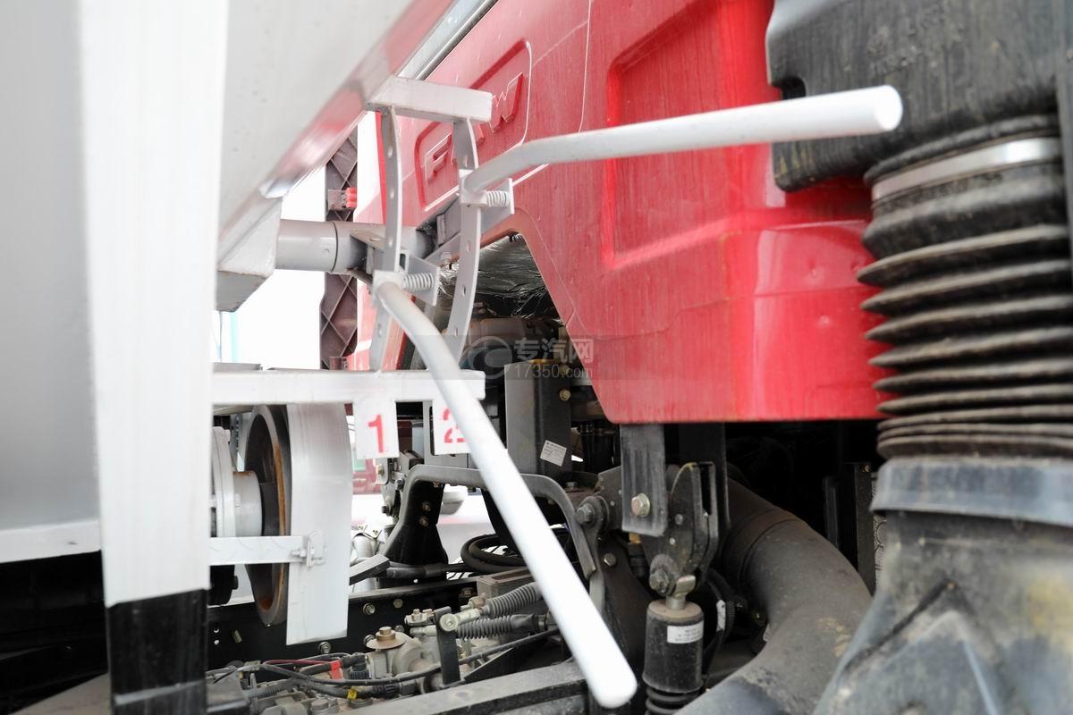 解放J6L小三軸國六散裝飼料運輸車卸料操作桿