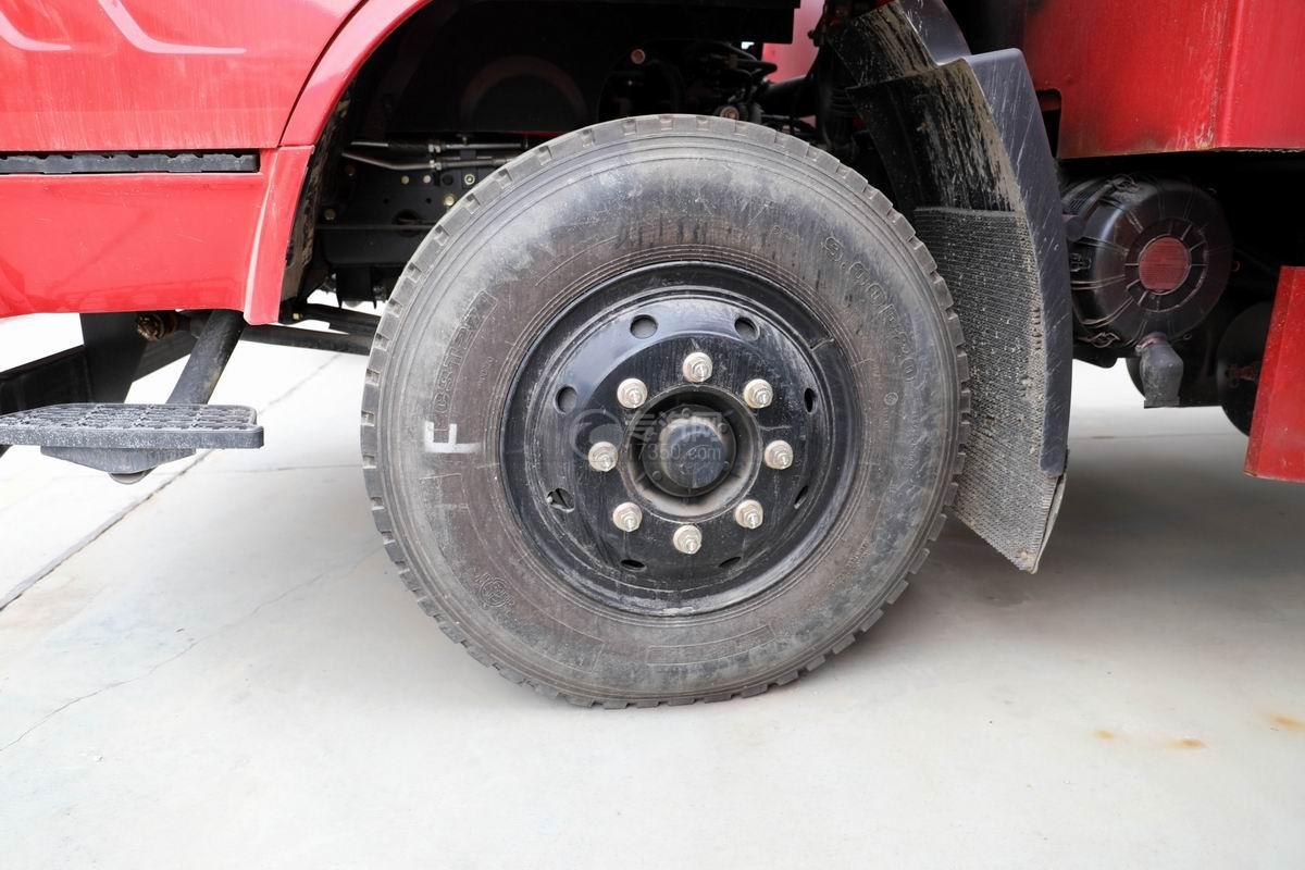 上汽紅巖杰豹國五平板運輸車輪胎