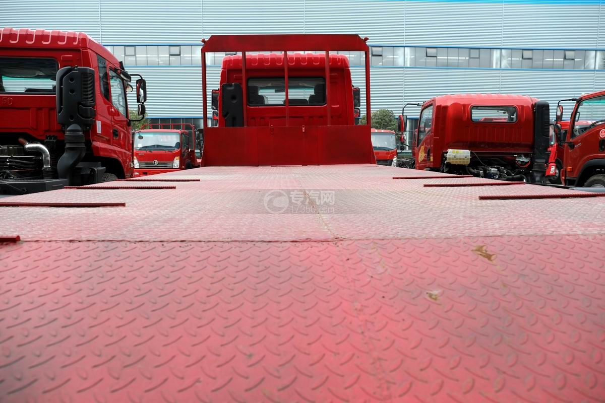 上汽紅巖杰豹國五平板運輸車上裝平板
