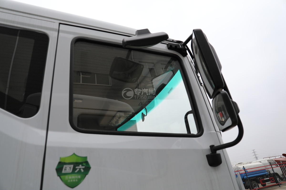 东风多利卡D9国六11.1方洒水车带电子洒水炮地视镜