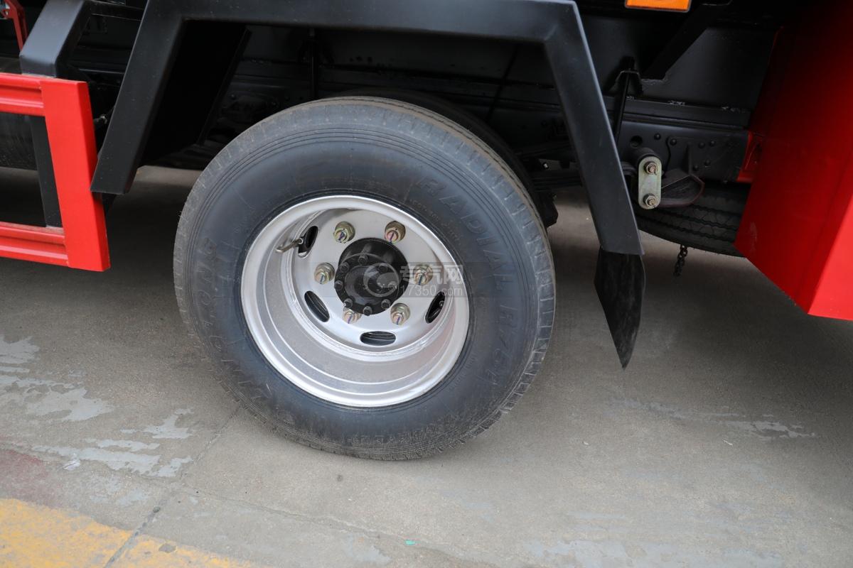 东风多利卡D6双排国六3.7方消防洒水车轮胎