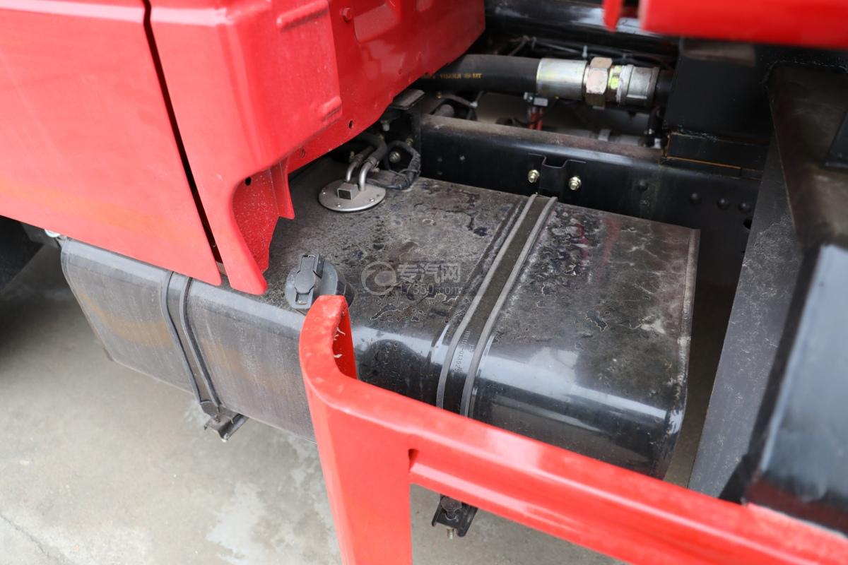东风多利卡D6双排国六3.7方消防洒水车油箱