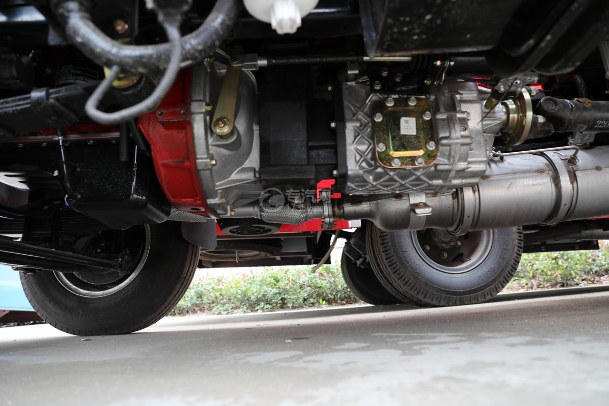 东风多利卡D6双排国六3.7方消防洒水车变速箱