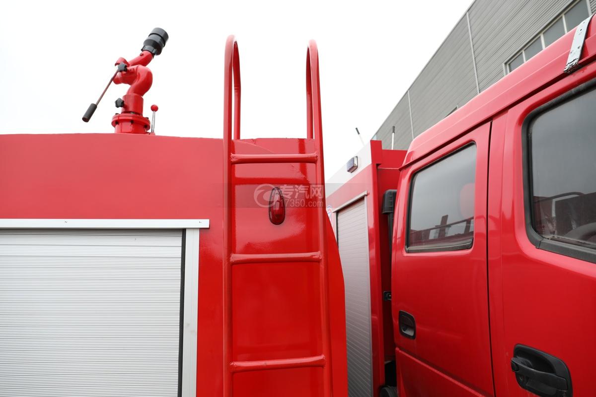 东风多利卡D6双排国六3.7方消防洒水车爬梯