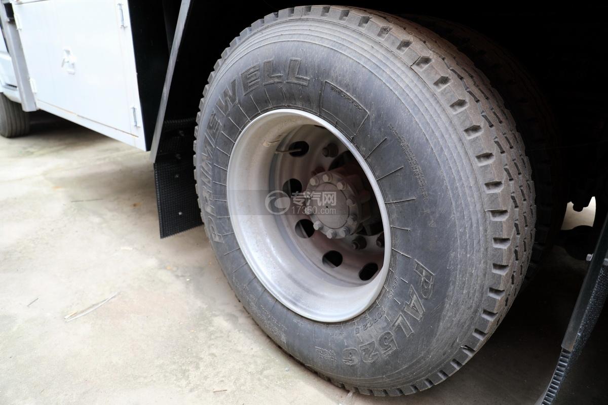 福田歐曼CX12前四后八國六鋁合金廂式畜禽運輸車輪胎