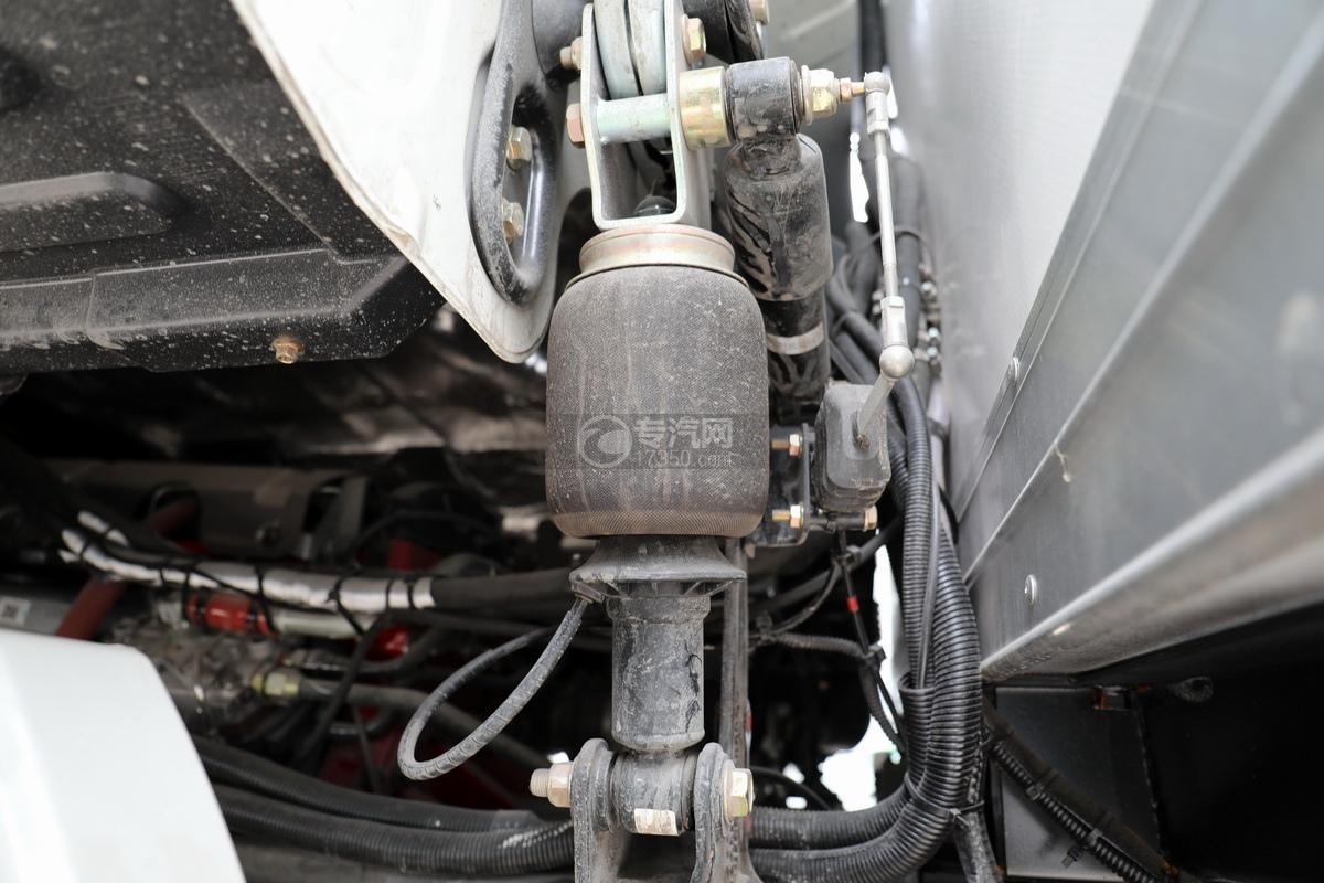 福田歐曼CX12前四后八國六鋁合金廂式畜禽運輸車氣囊減震駕駛室