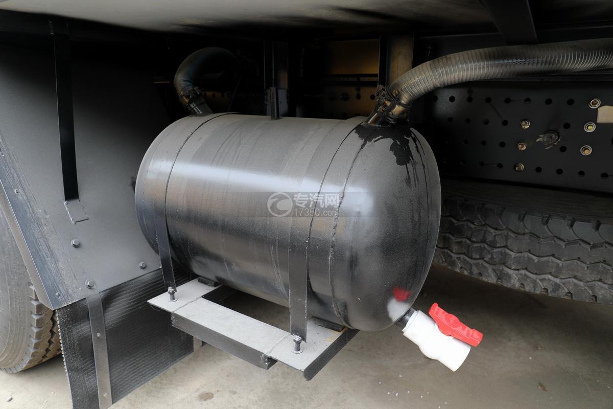 福田歐曼CX12前四后八國六鋁合金廂式畜禽運輸車污水箱