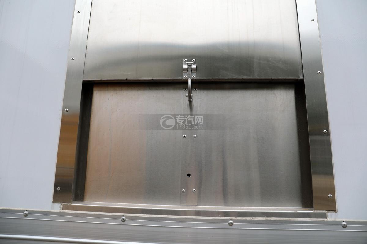 福田歐曼CX12前四后八國六鋁合金廂式畜禽運輸車廂體細節
