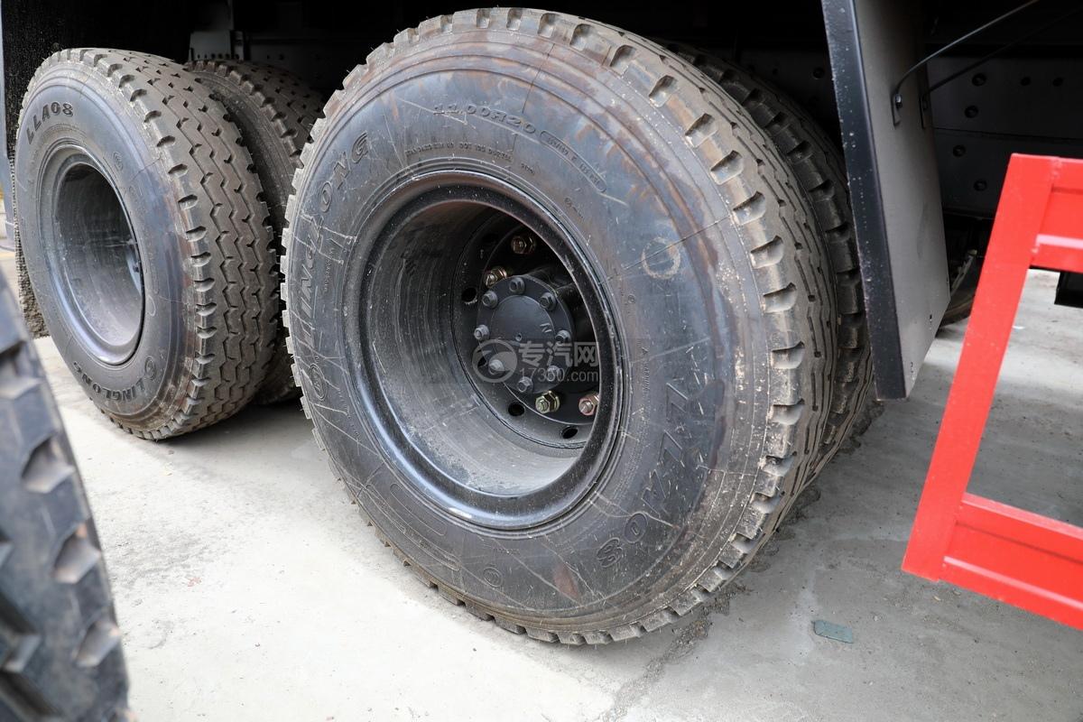 東風華神T5后雙橋國六12噸直臂隨車吊輪胎