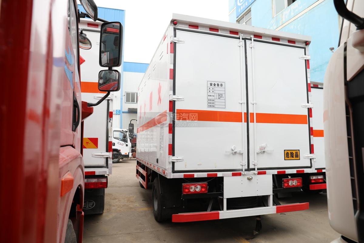 福田歐馬可S3國六4.1米易燃氣體廂式運輸車左后圖