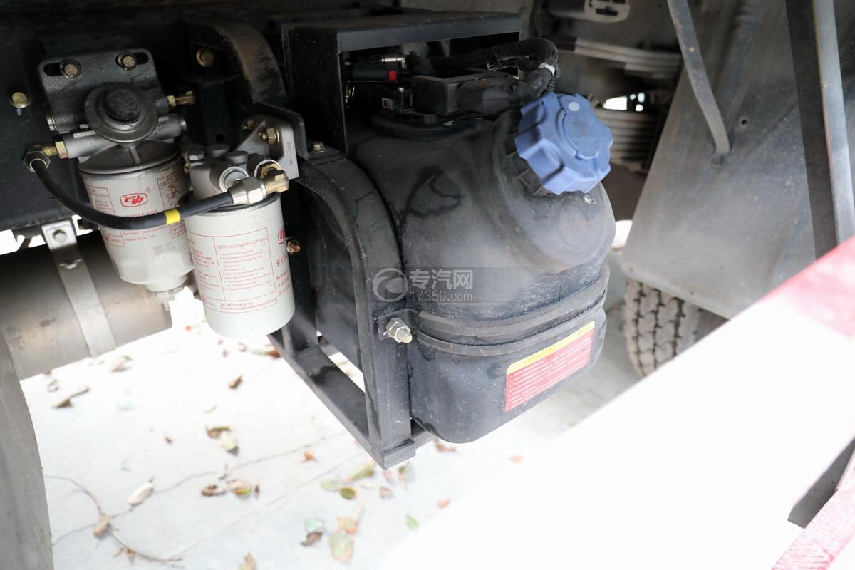 湖北大運運途國五4噸折臂隨車吊尿素罐