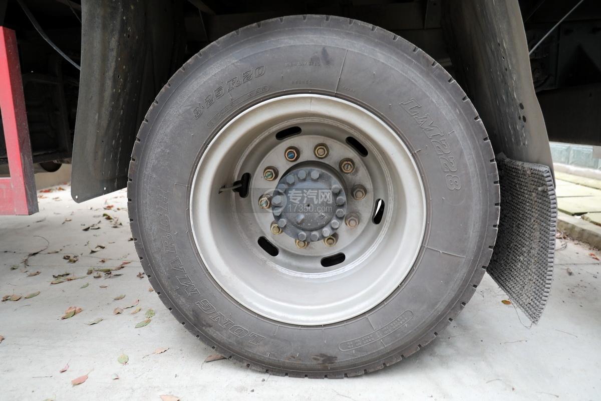 湖北大運運途國五4噸折臂隨車吊輪胎