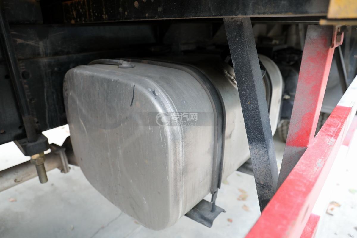 湖北大運運途國五4噸折臂隨車吊油箱