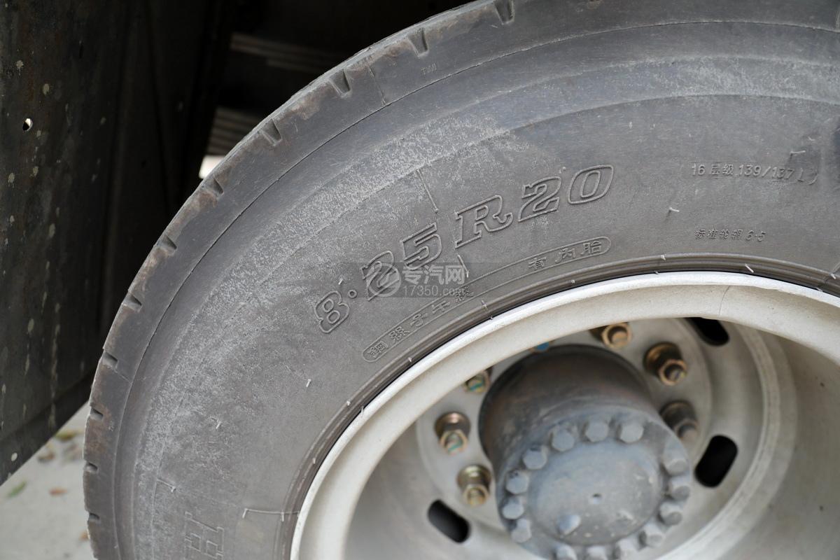 湖北大運運途國五4噸折臂隨車吊輪胎細節