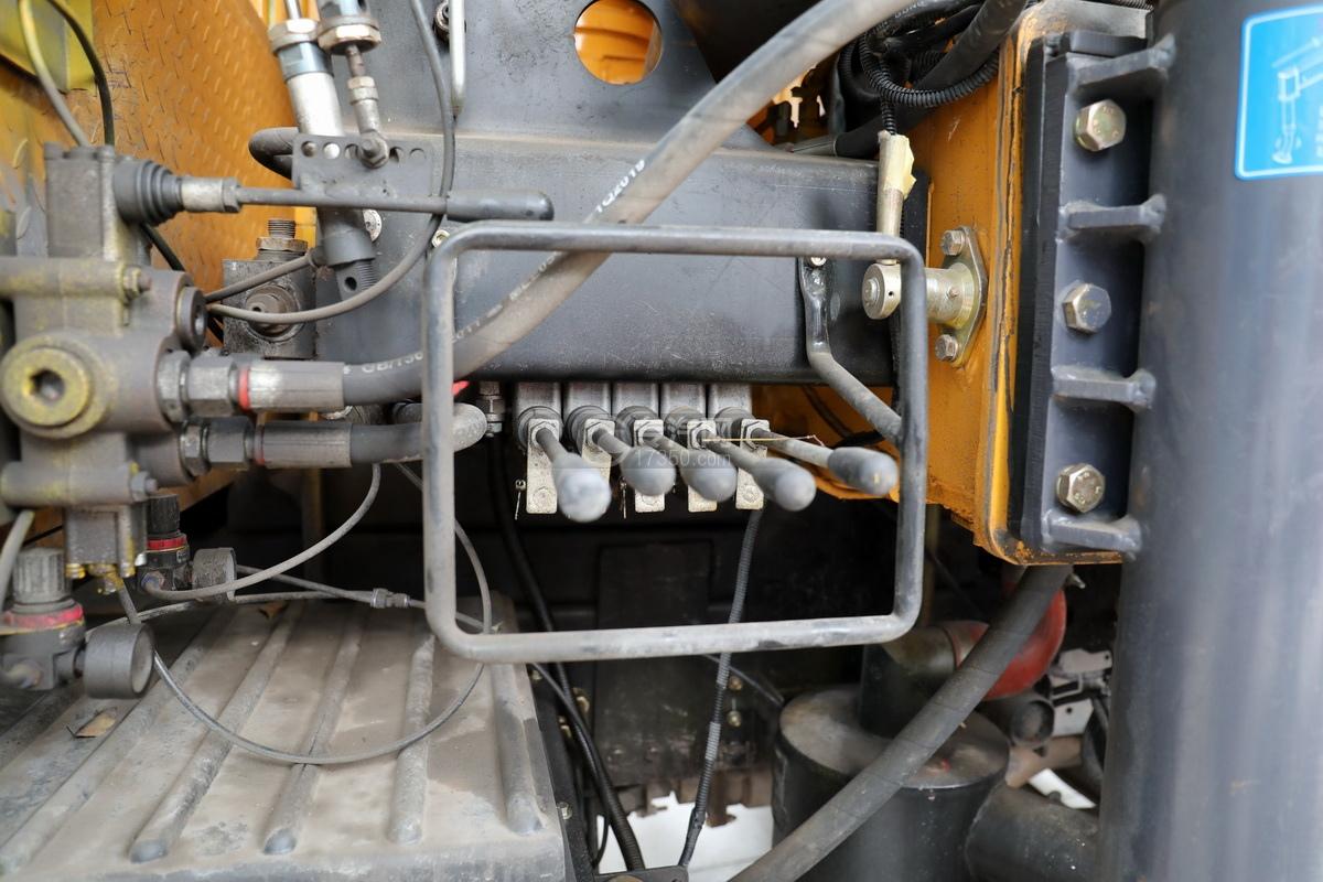 湖北大運運途國五4噸折臂隨車吊操作桿