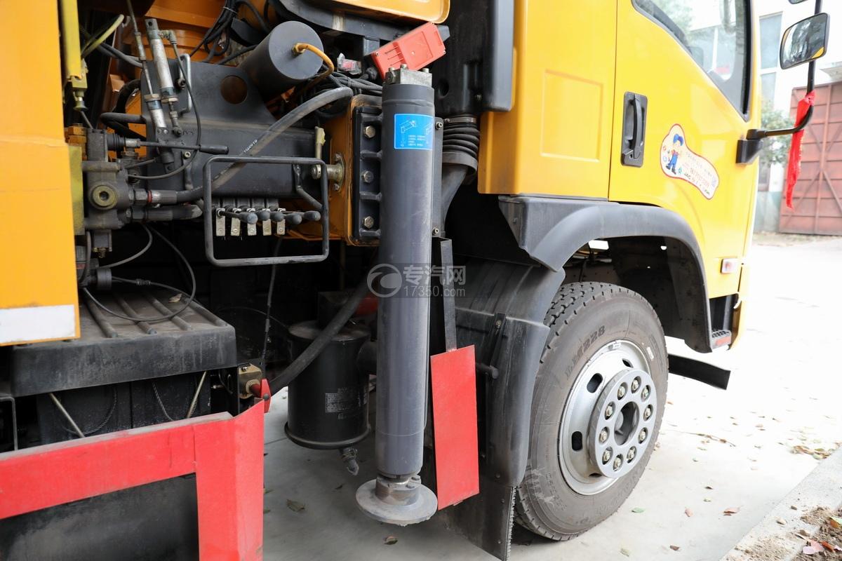 湖北大運運途國五4噸折臂隨車吊前支腿