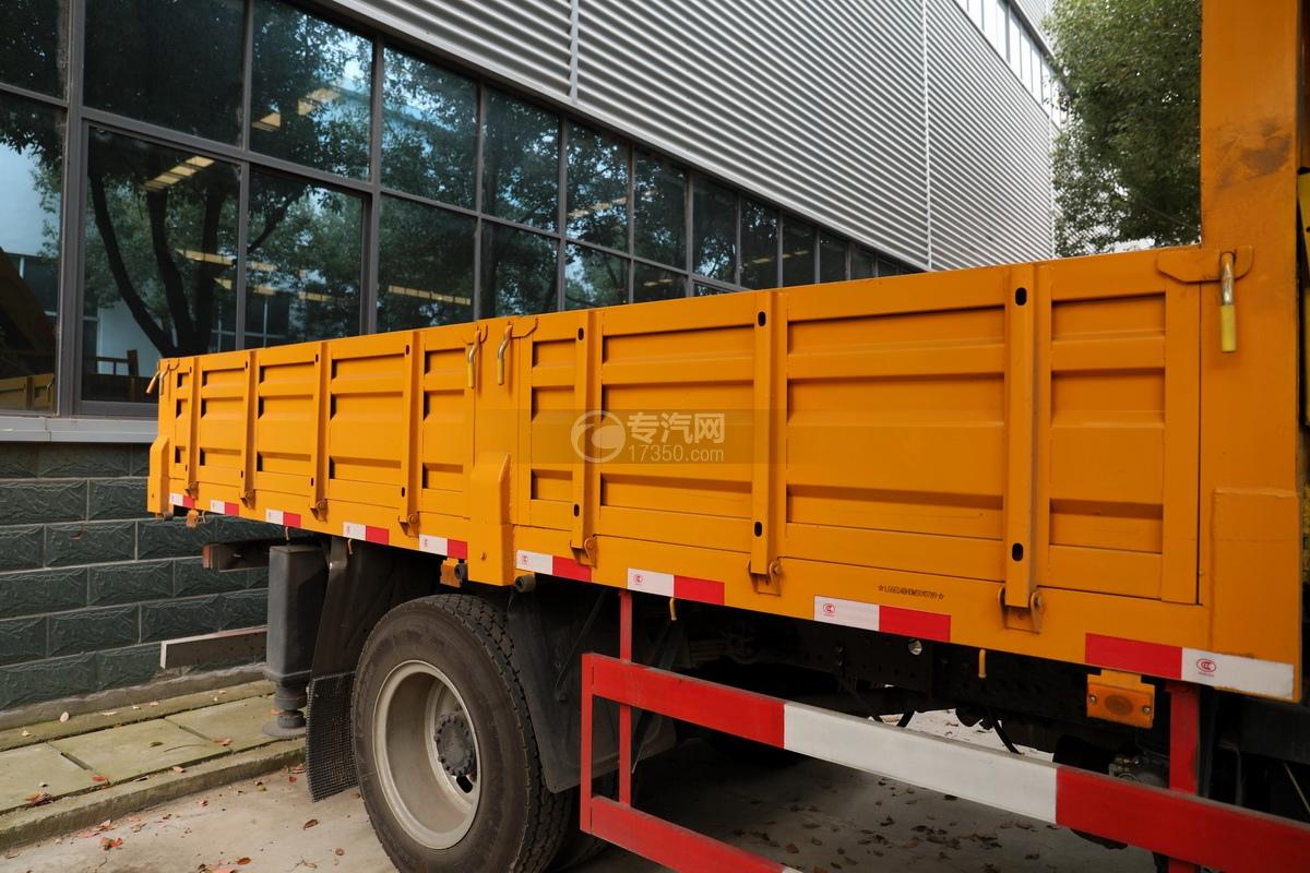 湖北大運運途國五4噸折臂隨車吊貨箱細節