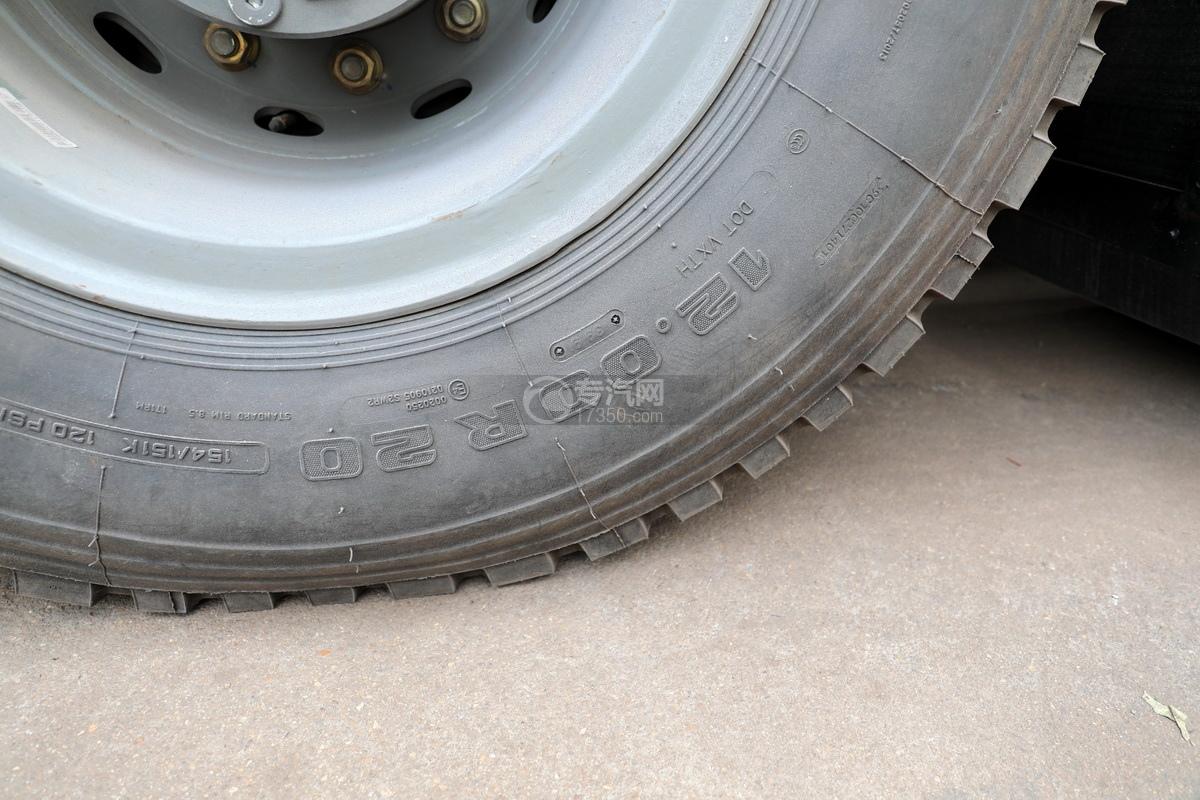 重汽HOWO前四后八國六拖吊聯體清障車輪胎細節