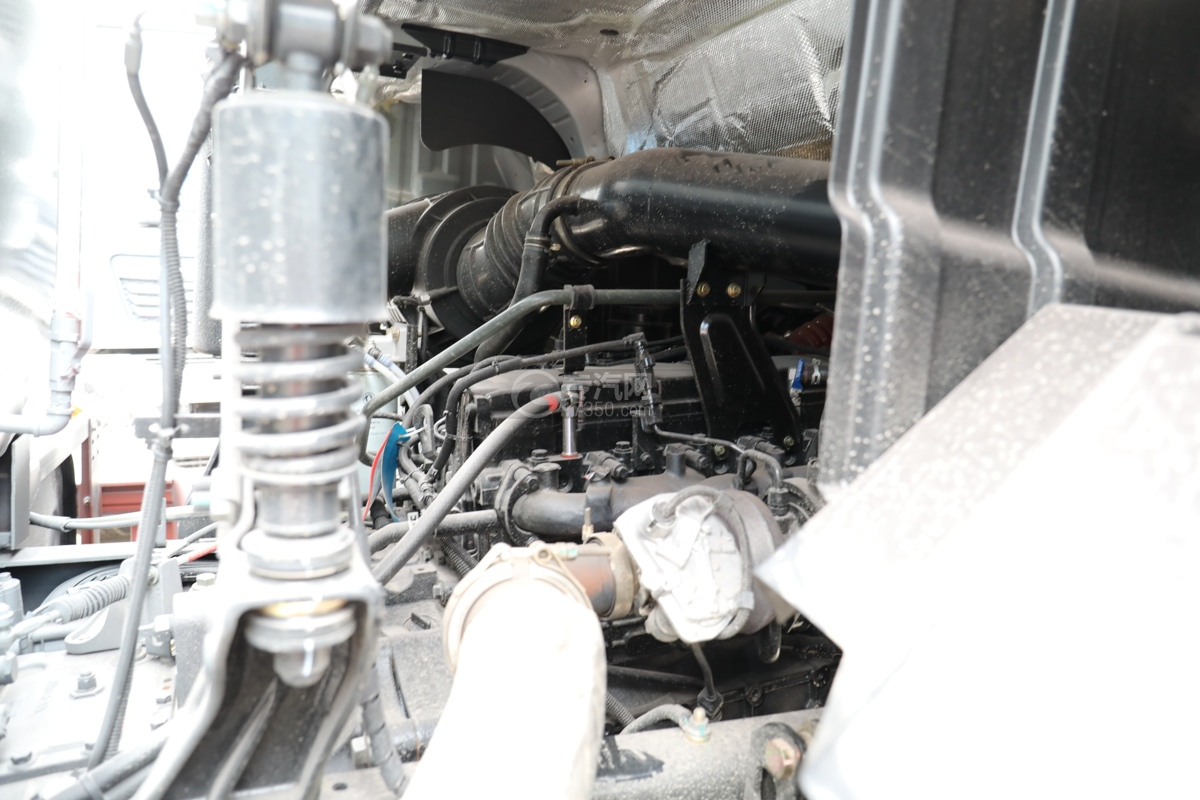 东风天龙KL后双桥国六14.05方路面清洗车发动机