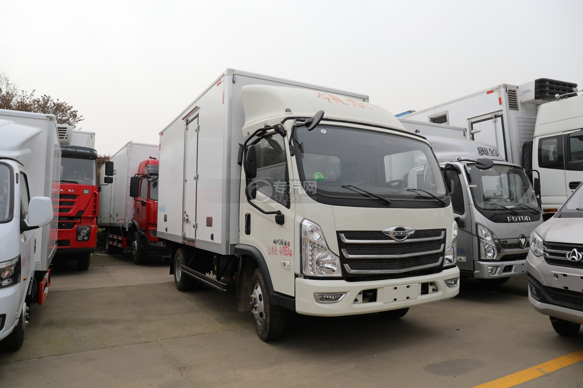福田时代领航6国六4.08米冷藏车右前图