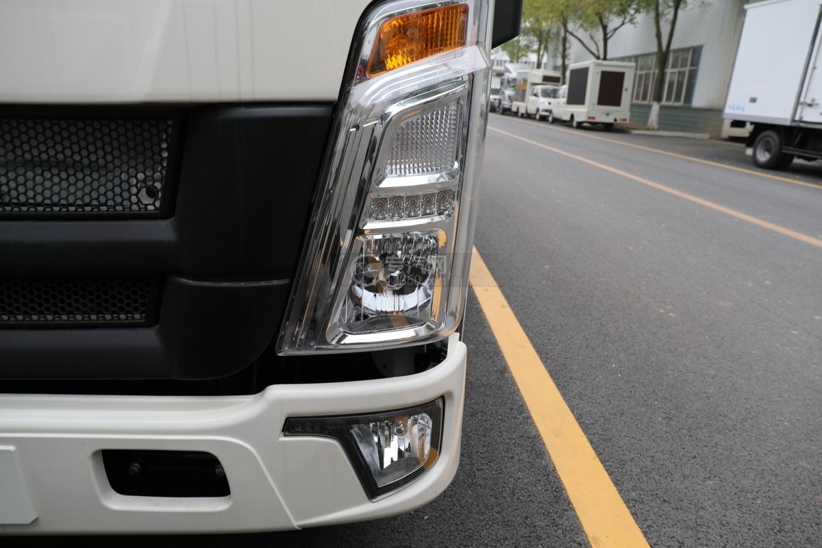 重汽HOWO悍将国六4.1米冷藏车左大灯