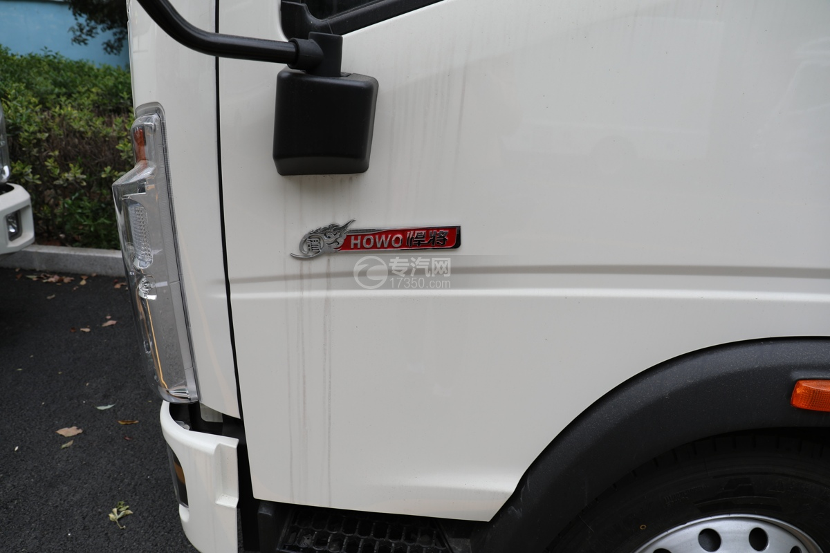 重汽HOWO悍将国六4.1米冷藏车门标识